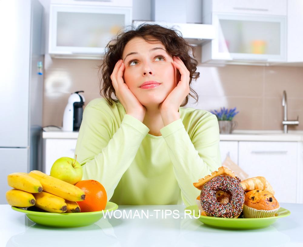 beautiful-young-woman-choosing-between-fruits-and-sweets-2