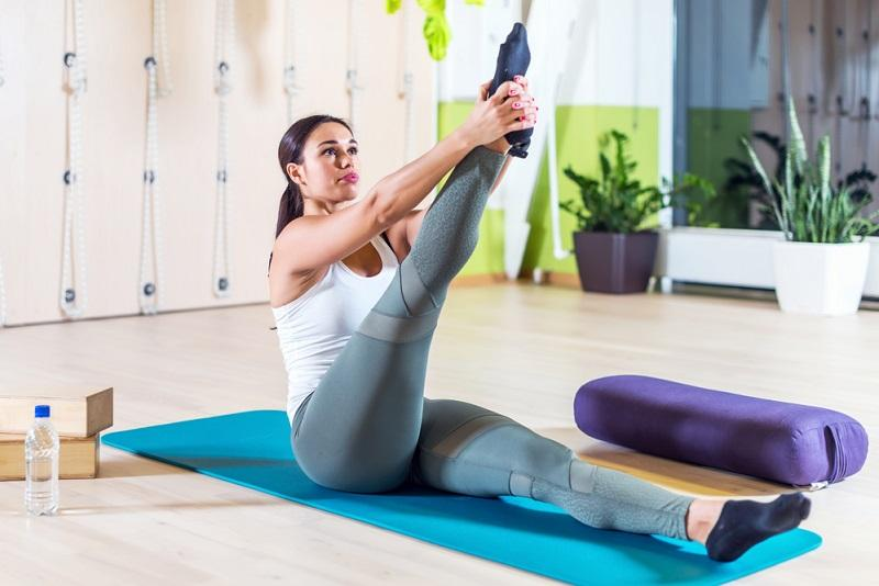 fit-woman-doing-stretching-pilates-exercises-in-fitness-studio-2