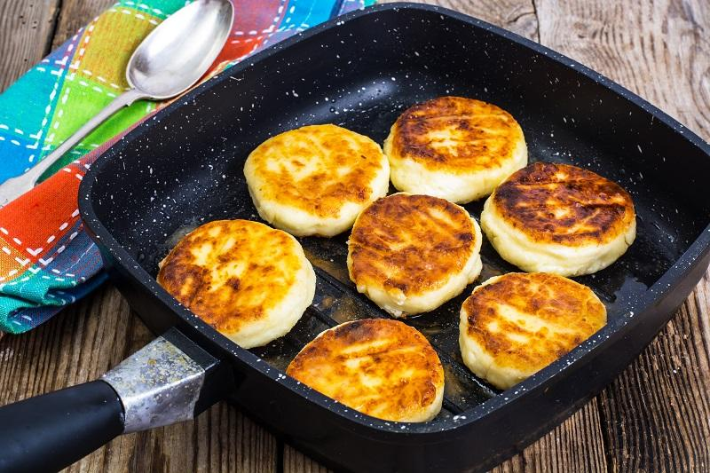 cheesecakes-fried-on-a-grill-pan